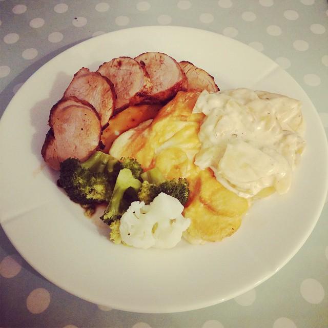 Indrefilet med fløtegratinerte poteter, også på en tirsdag! Det tar jo helt av!